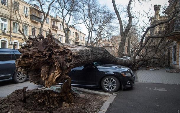 Україну накрив руйнівний циклон: фото, відео