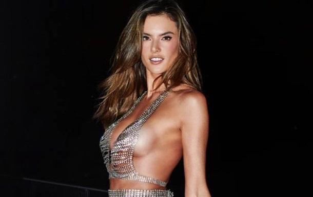 Супермодель вийшла в світ у  голій  сукні-кольчузі