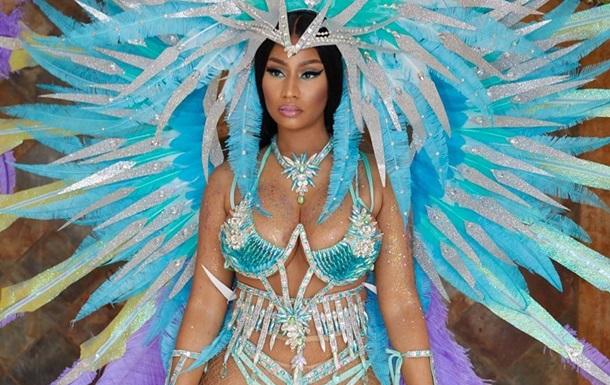 Ники Минаж показала  голый  карнавальный наряд