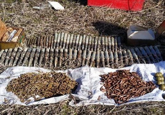 Поблизу лінії розмежування виявили схрон з артилерійськими снарядами