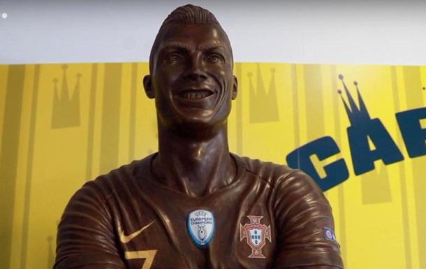 У Португалії з явилася шоколадна статуя Роналду