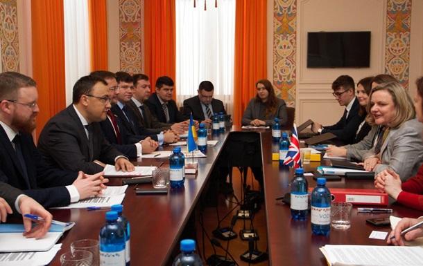 Украина и Британия начали визовый диалог