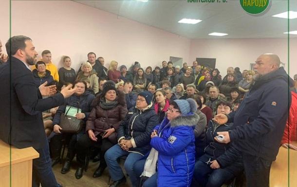 Полиция эвакуировала  слугу народа  со встречи с избирателями