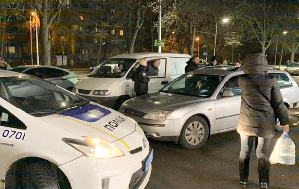 Пьяный водитель сбил женщину с ребенком и уснул в машине полиции