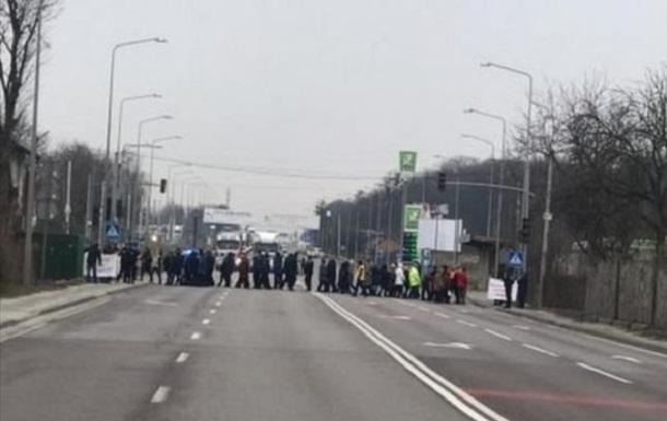 Жители сел перекрывали два въезда во Львов
