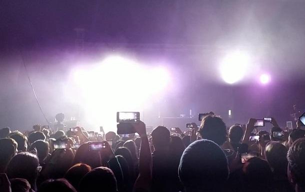 А что ты можешь вспомнить, если весь концерт смотрел в  звонилку ?