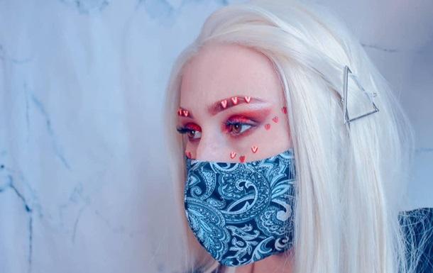 Фэшн-блогеры показали подходящий к маскам макияж: фото