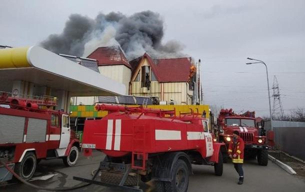 Под Киевом произошел пожар в гостинично-ресторанном комплексе