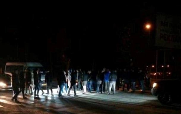Под Киевом после ДТП люди перекрыли дорогу