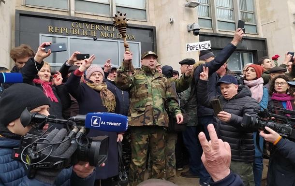 Ветерани Придністров я штурмують будівлю Кабміну Молдови
