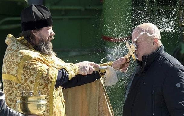 Російським козакам заборонили цілувати хрести та ікони
