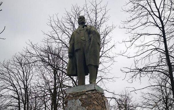 На Полтавщине нашли уцелевший памятник Ленину