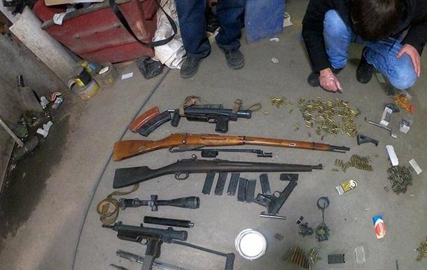 Житель Одесской области хранил арсенал оружия в гараже