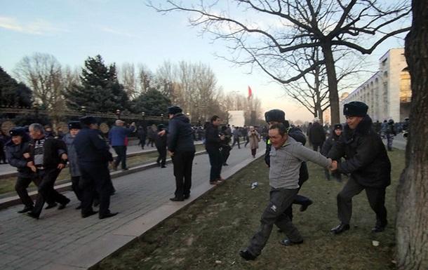У Бішкеку міліція розігнала мітинг водометами та сльозогінним газом