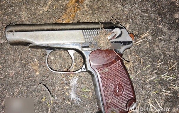 Под Киевом мужчина подстрелил полицейского и избил другого