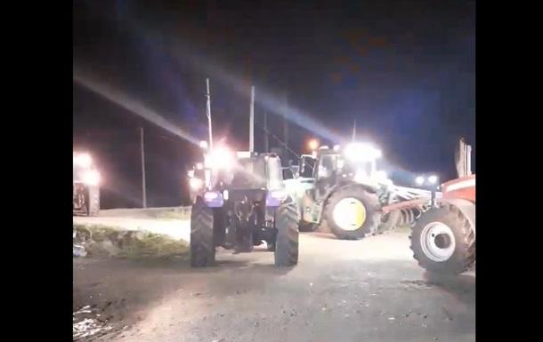 У Греції фермери на тракторах почали стримувати біженців