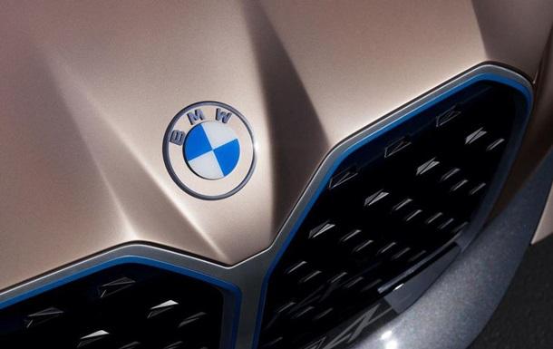 Компания BMW поменяла логотип