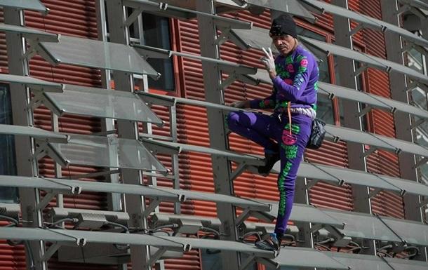 Человек-паук  покорил без страховки 34 этажа: фото