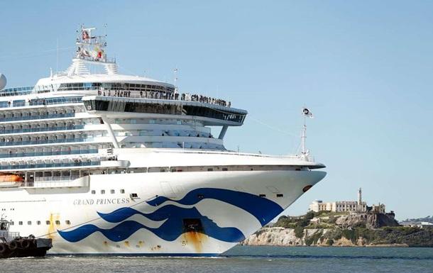 Еще один круизный лайнер изолировали из-за коронавируса