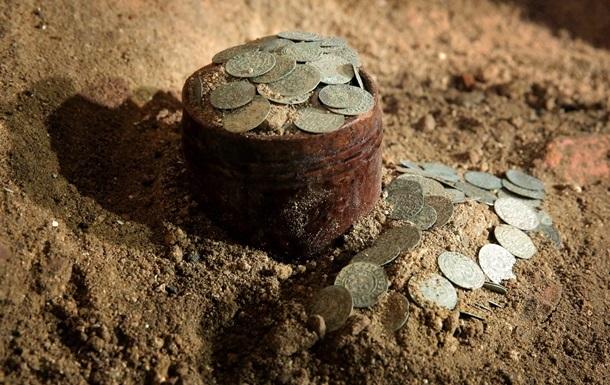 В США кладоискатель нашел серебряные монеты на пляже