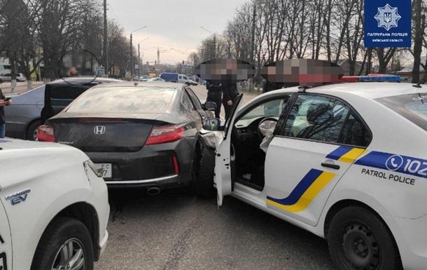Під Києвом четверо копів постраждали під час затримання водія