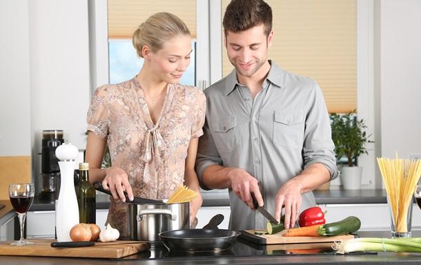 Українці вважають, що  місце жінки на кухні  - опитування