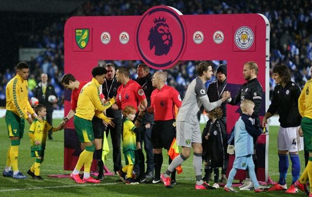 АПЛ временно отказалась от рукопожатий футболистов перед матчами