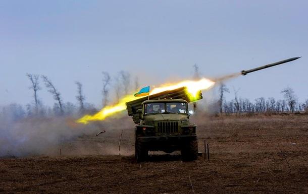 На Донбасі 10 обстрілів, поранені троє військових