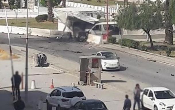 У Тунісі два смертники влаштували вибухи біля посольства США