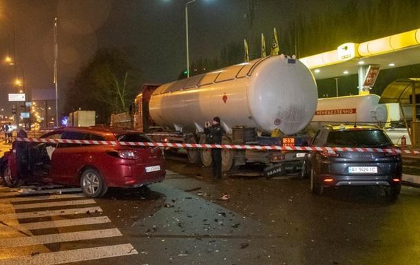 В Киеве жестко столкнулись два одинаковых Renault
