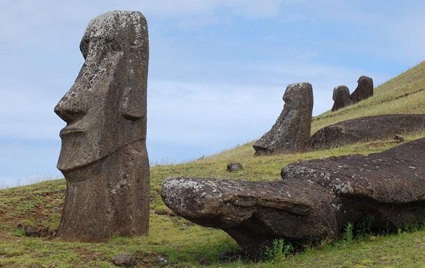 На острове Пасхи в статую врезался автомобиль