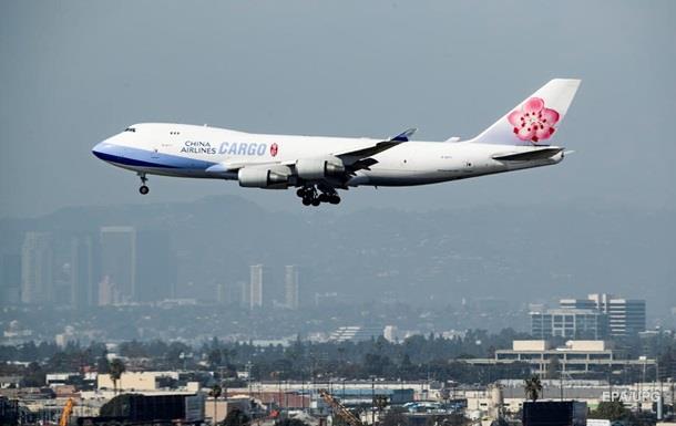 У двух медработников аэропорта Лос-Анджелеса обнаружен коронавирус