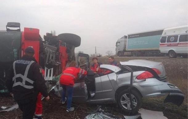 Под Киевом фура раздавила легковушку, три жертвы