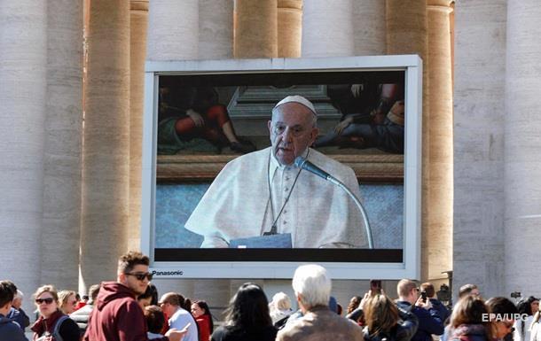 Папа римский впервые провел воскресную проповедь по видеотрансляции