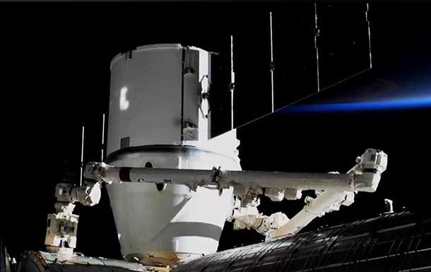Грузовой корабль Cargo Dragon пристыковался с МКС