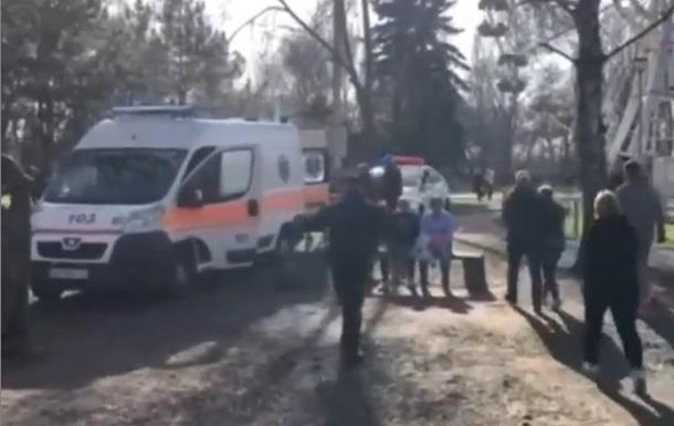 В Запорожье при падении скульптуры погибла девочка