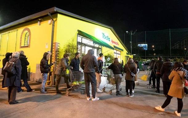 Итальянцы штурмуют супермаркеты