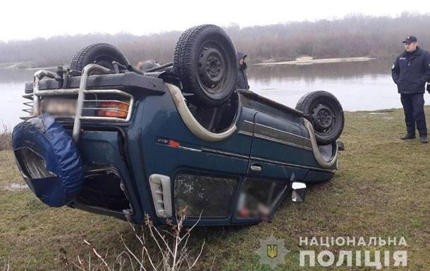 В Черниговской области авто утонуло в реке вместе с водителем