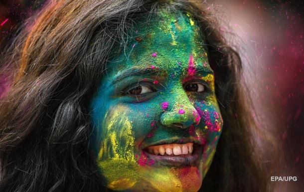 В Индии прошел фестиваль красок Холи: яркие фото