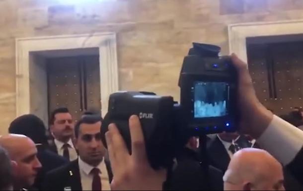 Охрана Эрдогана проверяла в парламенте людей тепловой камерой