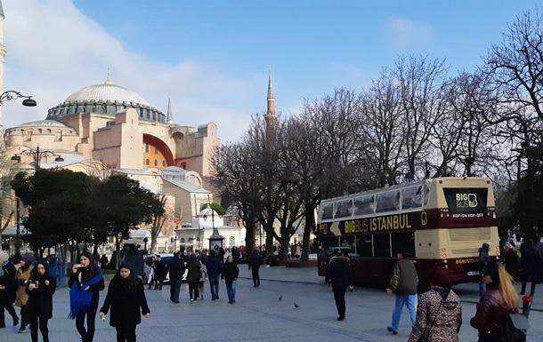Туреччина відклала туристичний сезон через COVID-19
