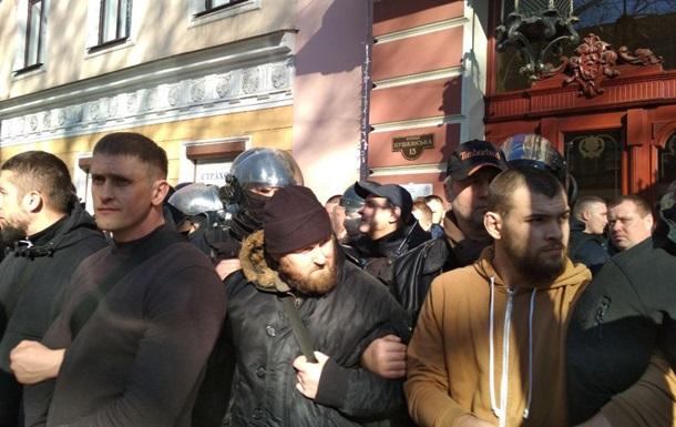 Активісти блокують готель в центрі Одеси