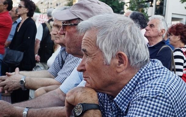 Пожилых украинцев призывают оставаться дома