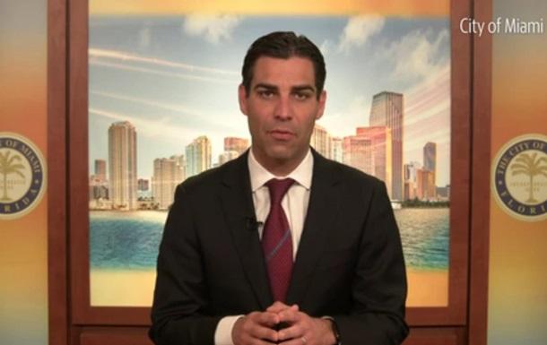 Мэр Маями заразился COVID-19 после встречи с президентом Бразилии