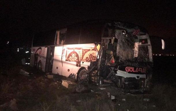 У Туреччині 44 людей постраждали в ДТП з автобусом