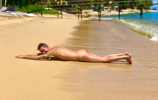Алексей Панин снялся голым и в женском купальнике