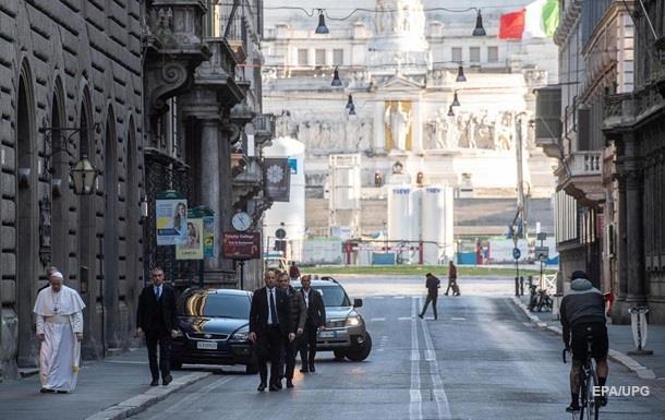 Папа Римський молився про закінчення пандемії коронавірусу на вулицях Рима