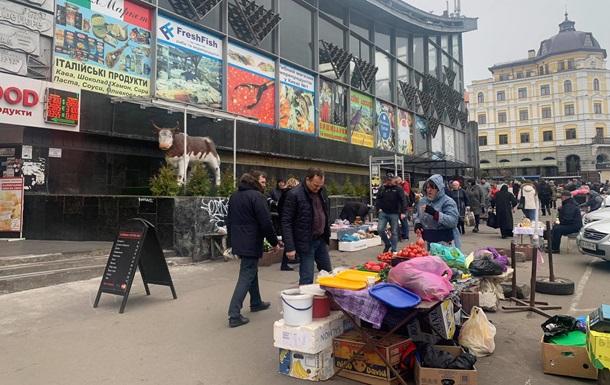 В Киеве торговые точки у метро и в ТЦ не закрылись