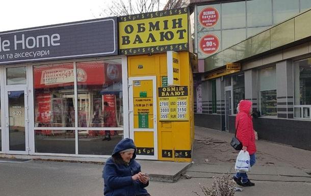 Долар в обмінниках наближається до 29 гривень