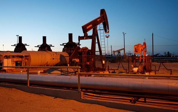 Нафта прискорила падіння на даних про запаси в США